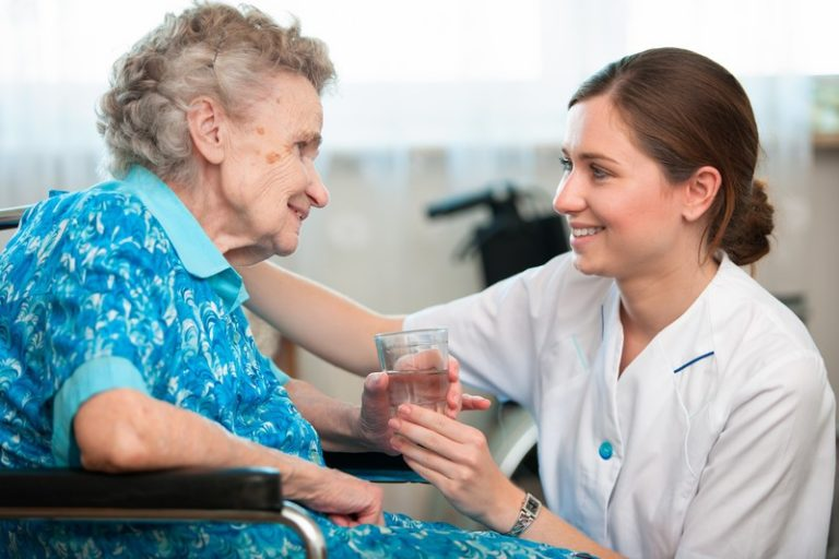 5 Benefits to Living With Caregiver Assistance in Burlington, VT